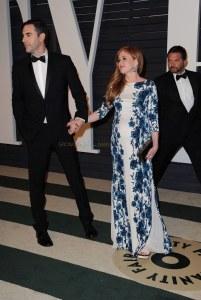 a-very-pregnant-isla-fisher-husband-sacha-baron-cohen-at-the-2015-vanity-fair-oscar-party